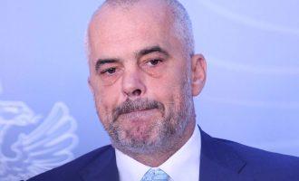 Kryeministri shqiptar nuk e respekton gjuhën shqipe