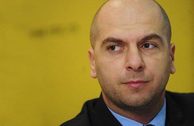 Simiq: Serbët kurrë nuk do të lejojnë të hyjë ushtria në veri