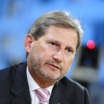 Hahn: Normalizimi me Kosovën është parakusht për Serbinë në BE
