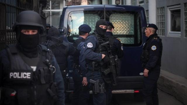 Aksion i policisë në Skenderaj, konfiskohen dy armë