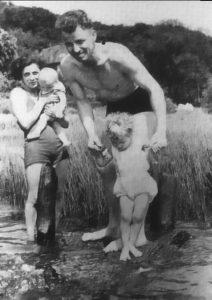 auto_august-landmesser-whole-family-453x6401479114940
