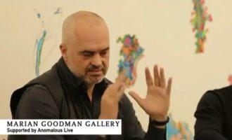 Artistja shqiptare që e vuri në siklet Edi Ramën në New York