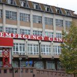 Gruaja 30-vjeçare që u godit me veturë, në gjendje kritike