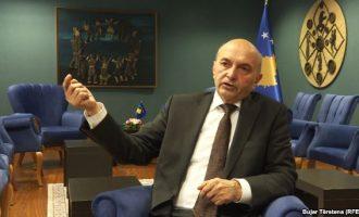 Kryeministri fajëson Serbinë për ikjen e kosovarëve: Qeveria e ndali migrimin
