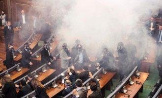 Kryeministri përgëzon autorin për suksesin e fotografisë me gaz lotsjellës në Kuvend