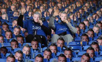 Protesta e pazakontë me 30,000 maska të Jamie Vardyt