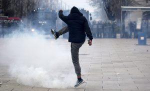 2016-01-09t171111z_1_lynxnpec080ge_rtroptp_4_kosovo-fire