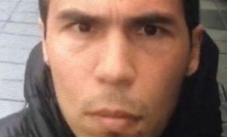 Kapet sulmuesi në klubin e natës në Stamboll