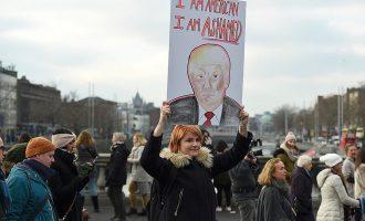 Porosia e presidentit Trump për gratë që protestojnë kundër tij