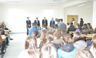 Në grevë për bursa – nxënësit prishtinas bojkotojnë mësimin
