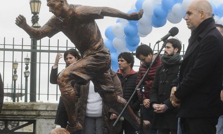 Gjymtohet statuja e Messi-t në Buenos Aires