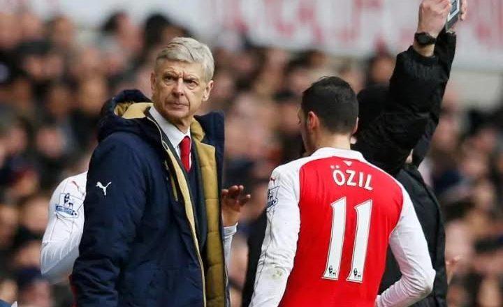Ozil vazhdon kontratën nëse Wenger qëndron në Arsenal