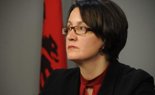 Deputetja e AAK-së i del në mbrojtje Aida Dërgutit