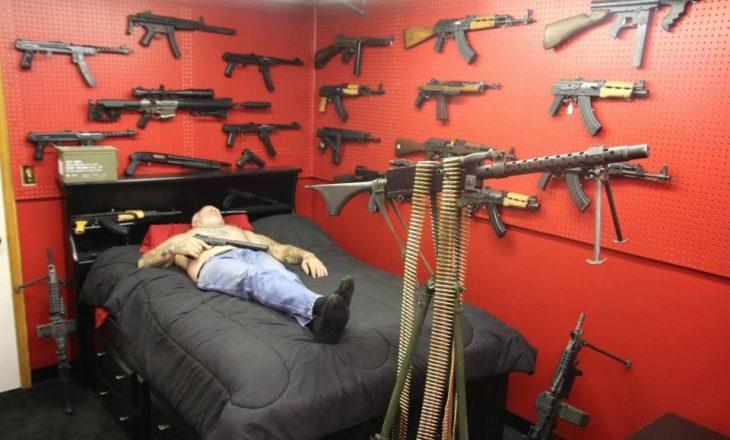 Njihuni me njeriun më të armatosur në SHBA