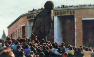 26 vjet nga rrëzimi i bustit të Enver Hoxhës