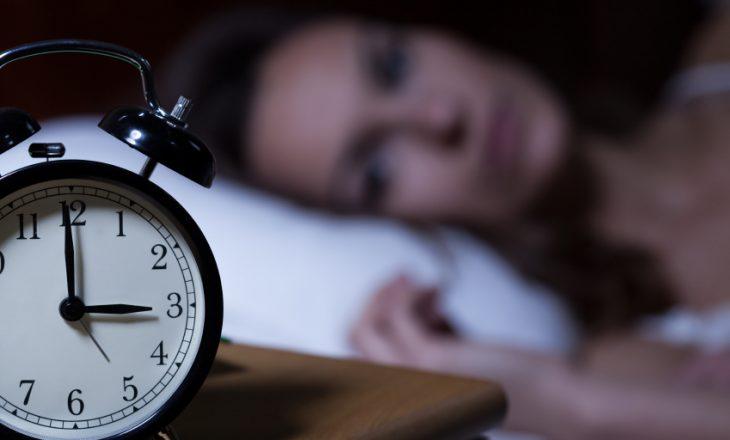 Çfarë ndodh me trurin kur keni pagjumësi