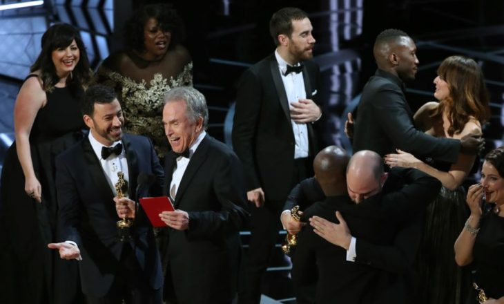 Ndarja e çmimeve Oscar, mes gabimesh e qëndrimesh politike