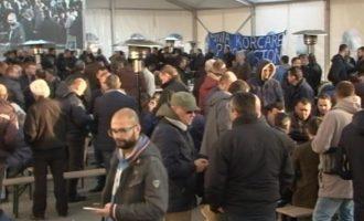 Hynë në ditën e gjashtë protesta e opozitës në Shqipëri
