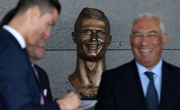 Arsyetohet skulptori i bustit të Ronaldos: E pamundur të kënaqësh të gjithë