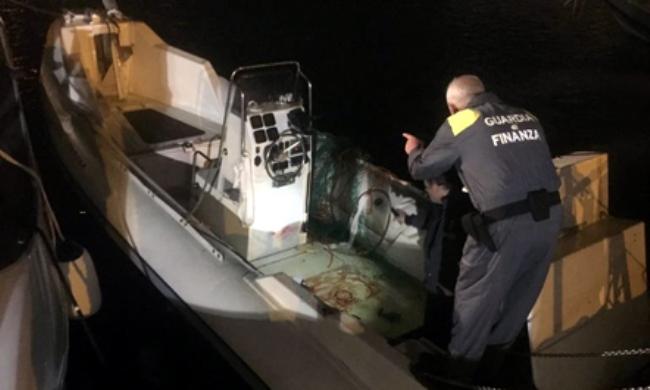 Kapet gomonia me 800 kg hashash pas katër orë ndjekjeje nëpër det