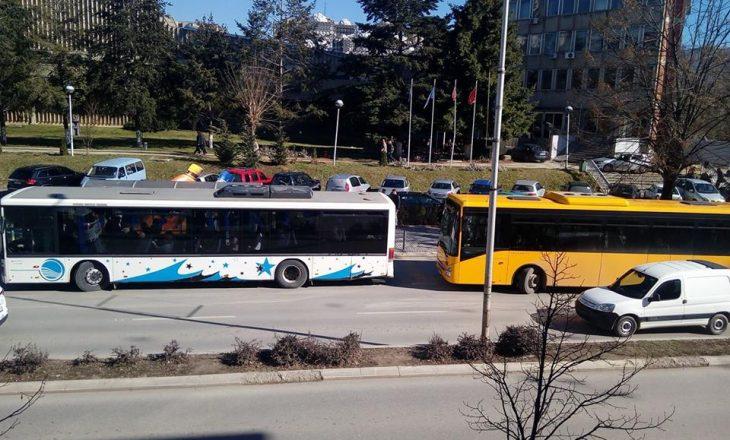Autobusët e rinj dhe 'gjahu' komunal ndaj taksive ilegalë