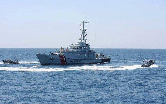 Forcat detare shpëtojnë 2 persona, mbytet gomonia