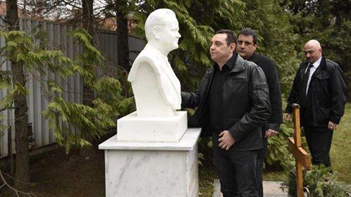 Vuçiq në Berlin për Serbinë evropiane, ministri i tij bënë homazhe Millosheviqit