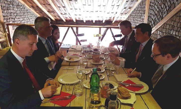 Takimi jashtë agjende i zyrtarit amerikan me presidentin Thaçi