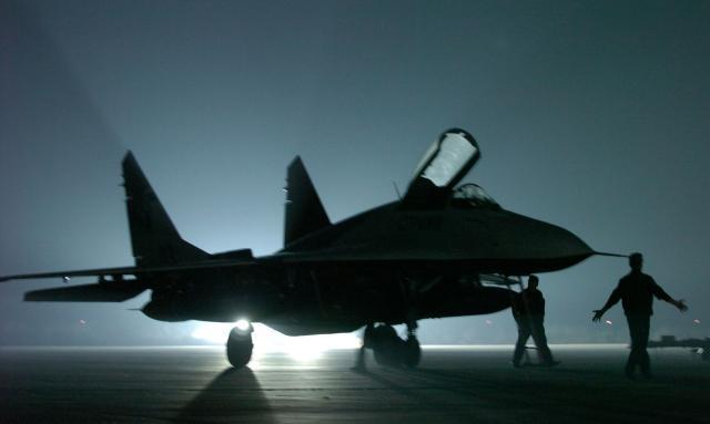 Rusia i dhuron armatim Serbisë në përvjetorin e bombardimeve të NATO-s