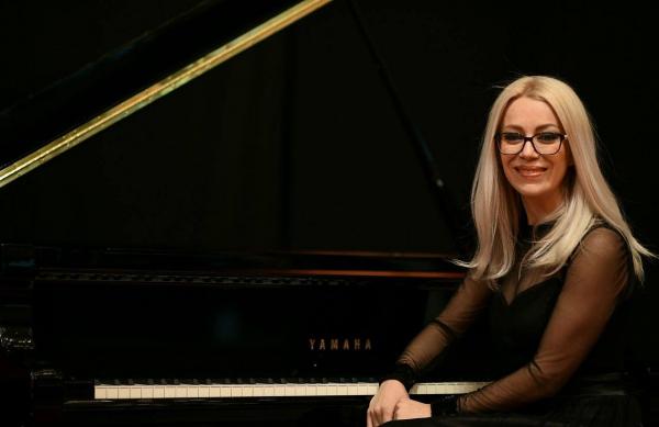 Recitali i Artemida Qarri – Haxhiaj do t'i paraprijë DAM Festit