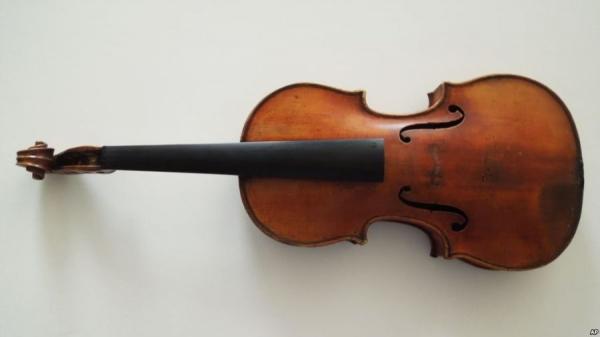 Një Stradivari e famshme rikthehet në skenë
