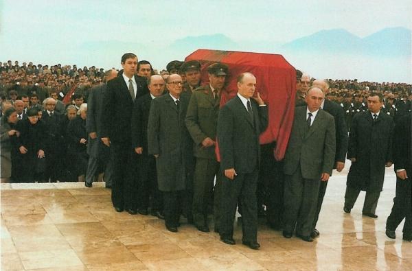 Varrimi i Enver Hoxhës, përmes artistit shqiptar shfaqet në Itali