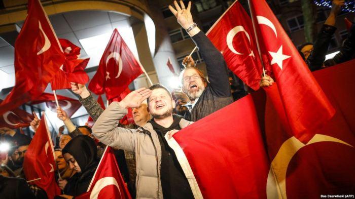 Përshkallëzim i tensioneve Holandë – Turqi