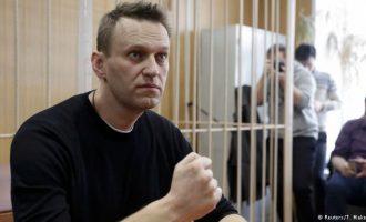 Me shkopinj gome kundër një opozite të rizgjuar në Rusi