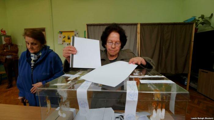 Partia pro-perëndimore mundi socialistët pro-rusë në Bullgari