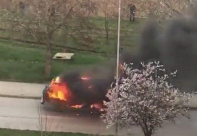 Digjet minibusi në Prishtinë – udhëtarët shpëtojnë