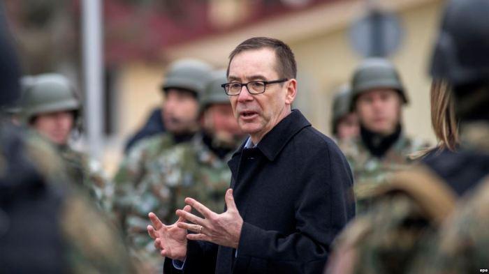 Ambasadori i ShBA-së: Ivanov të shqyrtojë vendimin për mosmandatimin e Zaevit