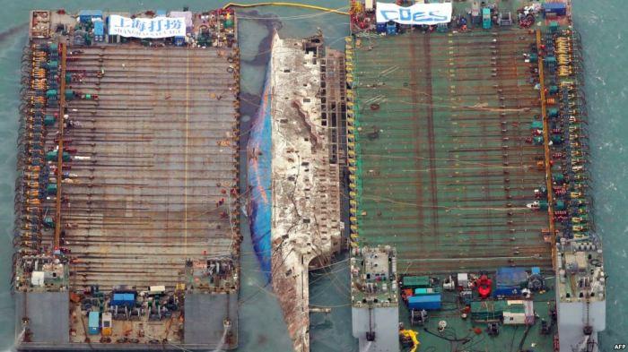 Anija e fundosur del mbi sipërfaqe pas tre vjetësh