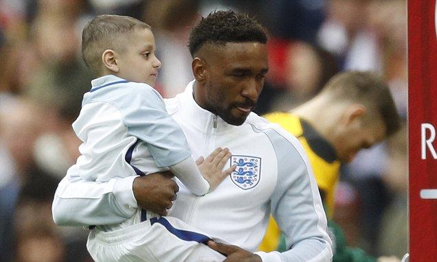 5-vjeçari me kancer fiton zemrat e tifozëve në Wembley