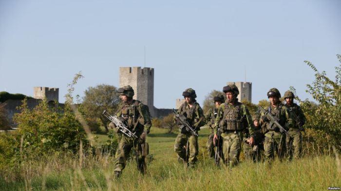 Suedia rikthen shërbimin e detyrueshëm ushtarak