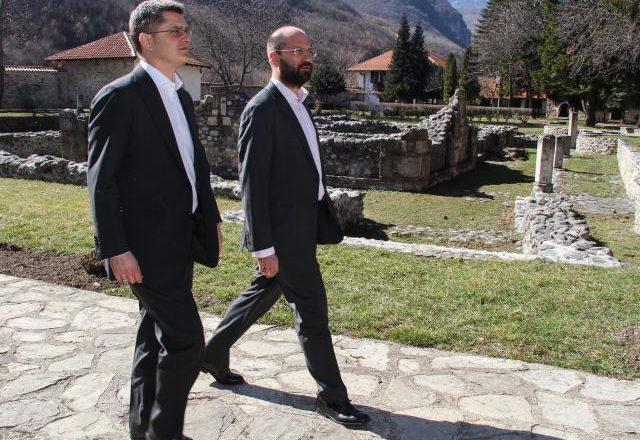 Jeremiq nga Peja bën fushatë për zgjedhjet në Serbi