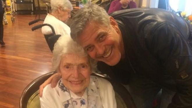 Clooney realizon ëndrrën e 87-vjeçares