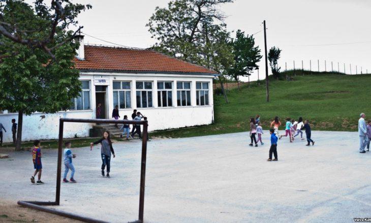 Shkollat nëpër fshatra vazhdojnë mësimin me paralele të kombinuara