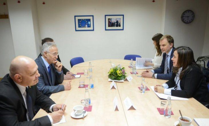 """AAK e Nisma bisedojnë me përfaqësuesen e BE-së për """"zhvillimet e fundit"""""""