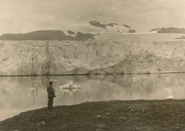 Ndryshimet e frikshme të akullnajave të Arktikut gjatë një shekulli