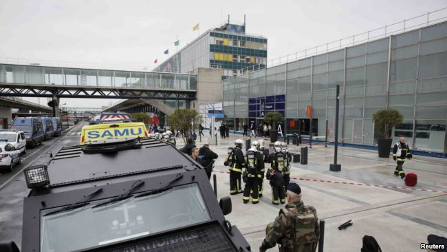 I vrari në aeroportin e Parisit, i njohur për autoritetet franceze