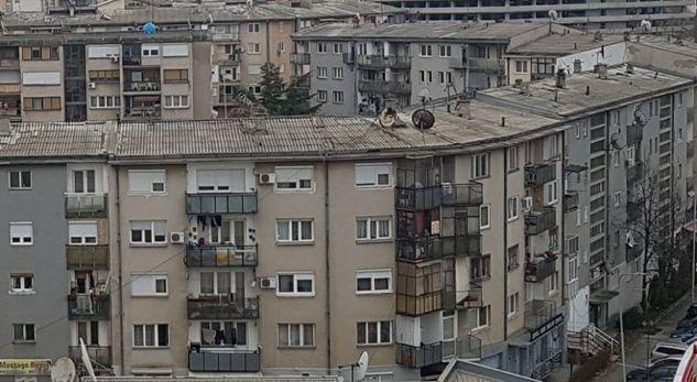 Kulmet e banesave në Prishtinë të mbuluara me material kancerogjen