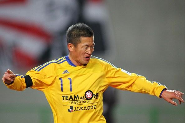 Japonezi Miura bëhet futbollisti më i vjetër në planet