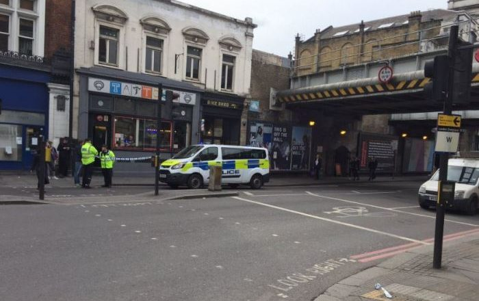Gjendet një pako e dyshimtë në Londër, evakuohen banorët përreth