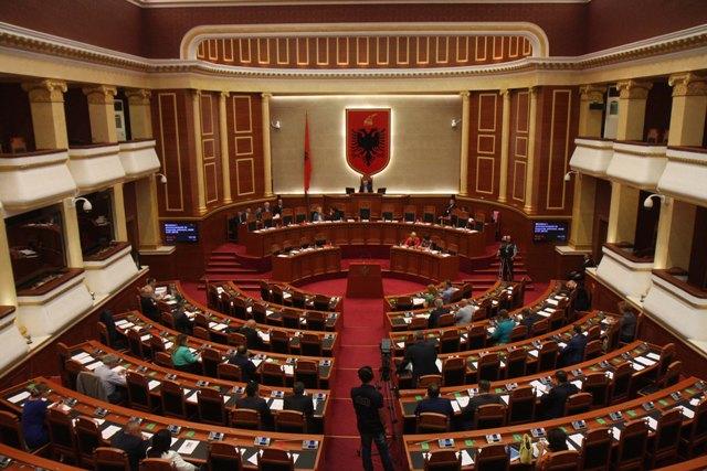 Parlamenti i Shqipërisë miraton katër ministrat e rinj